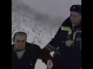 Полицейские спасли замерзающего на улице мужчину