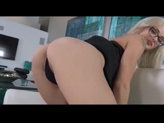 Блондинка с небритой киской мастурбирует на камеру / Эльза Джин / Elsa Jean / Порно / Вибратор / porn