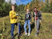 В рамках акции Дерево Победы волонтерами победы совместно с активистами молодежного хцентра АУРУМ посадили