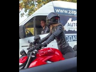 водитель газели отбил кулак мотоциклистке #мотоТаня Ducati streetfighter v4