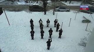 Военный оркестр поздравил ветерана концертом под окнами дома