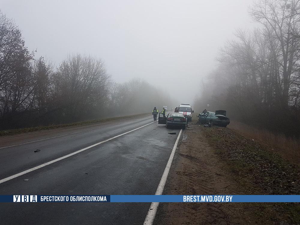 Лобовое столкновение произошло в Ляховичском районе, три человека ранены