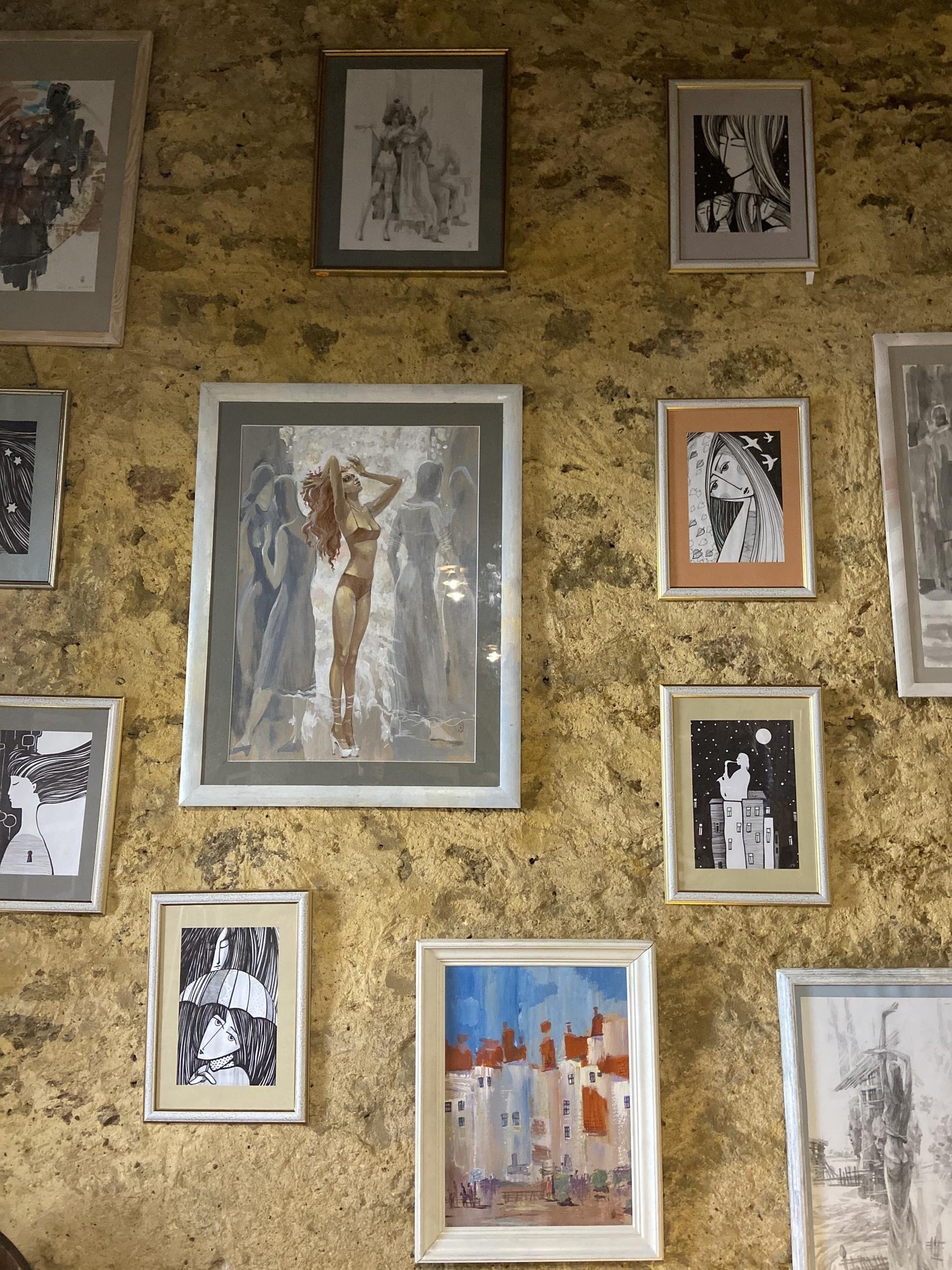 Сегодня в нашем городе открылась художественная арт-галлерея.