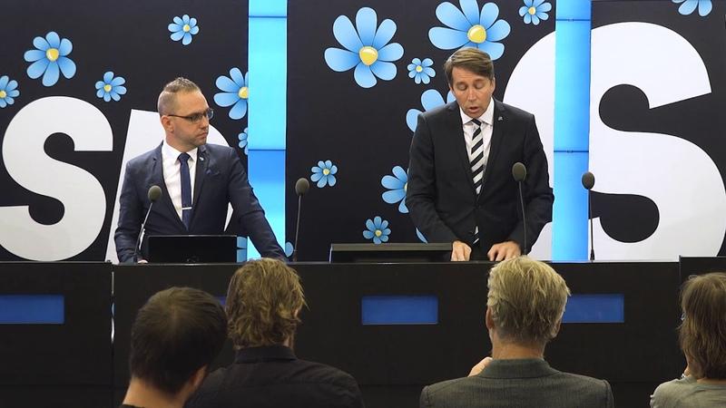 Richard Jomshof och Michael Rubbestad håller presskonferens