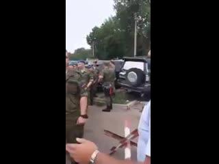 Военнослужащих Хабаровска выстроили строем и заставили собирать подписи за кандидата из Единой России.
