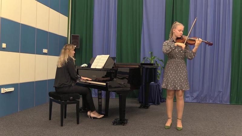 16b Laura MICENKOVÁ Svidník E Elgar Salut d´Amor A3