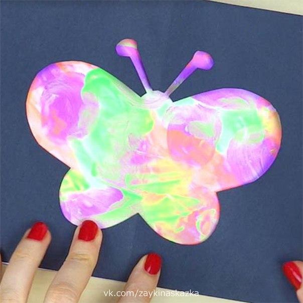 БАБОЧКИ Поделки-трафаретыНа лесной полянке чудо На цветочках бантики.Это бабочки расселись,Как цветные фантики.Г.