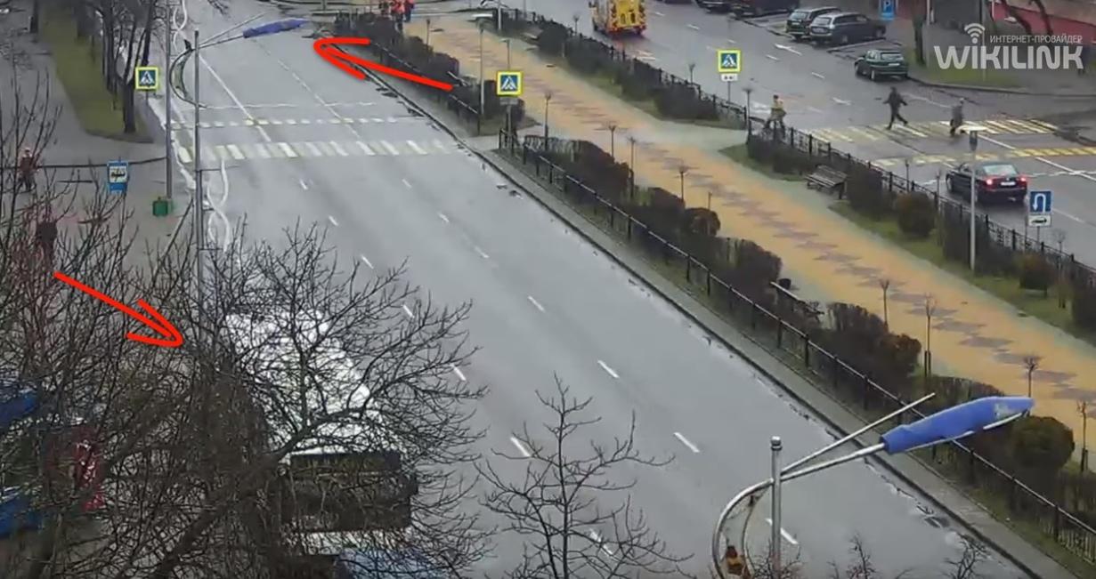 Автобус зацепил осветительную опору на бульваре Космонавтов в Бресте
