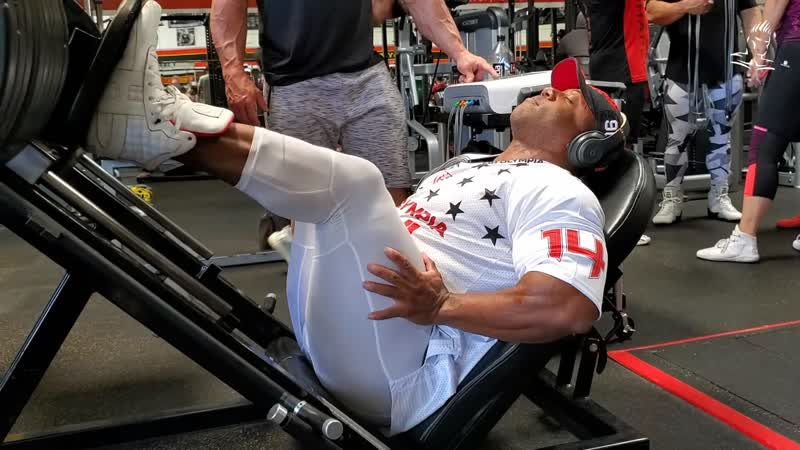Shawn Rhoden Trains Legs