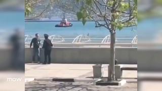 В Новороссийске полицейский пытается задержать мужчину