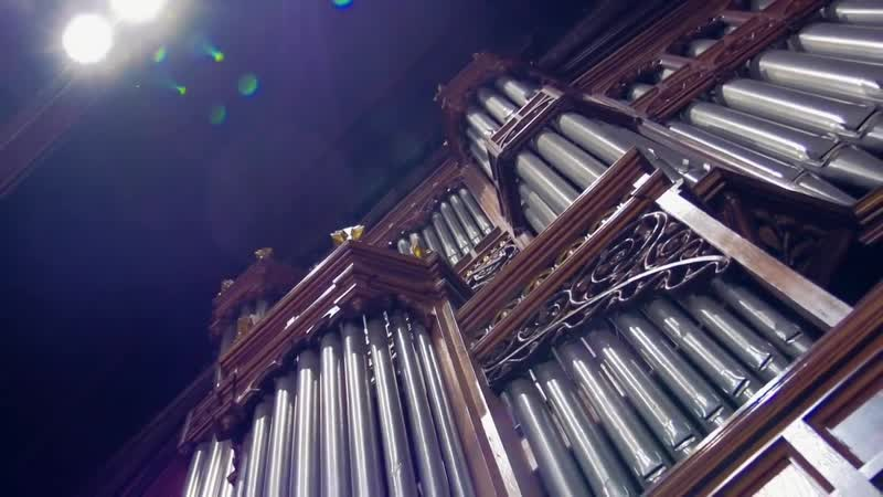 1 XAVER VARNUS PLAYS BACHS TOCCATA FUGUE IN THE BERLINER DOM 2