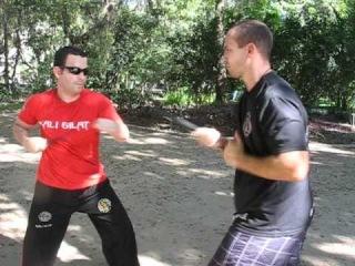 Aula de Combate com Facas com o Professor Richard Clarke - video 1