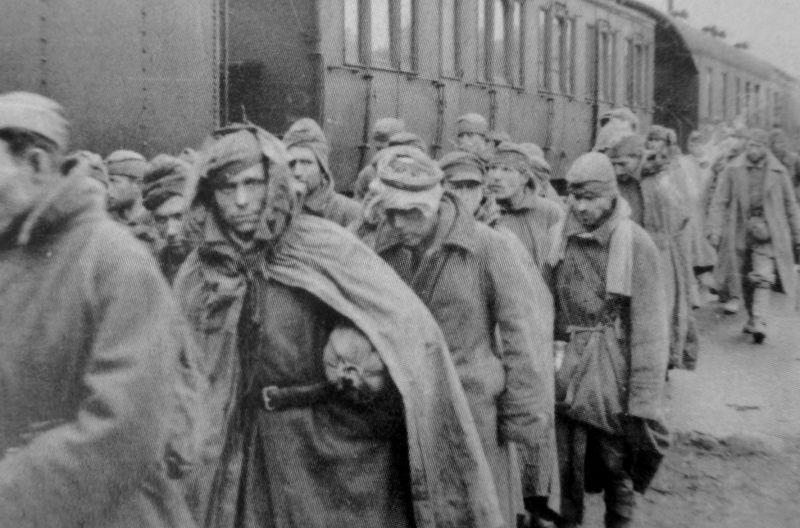 Советские военнопленные. Источник — waralbum.ru