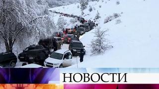 В Крыму до утра вызволяли из снежного плена автомобилистов, застрявших на горе Ай-Петри.