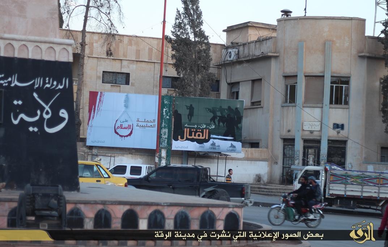 """Плакат """"Кампания Крестоносцев против ислама."""" Рядом находится прошлый плакат."""
