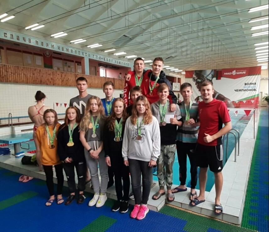 Лидчане успешно выступили на областной спартакиаде по плаванию среди детско-юношеских школ.