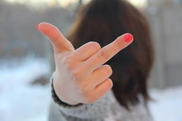 банки фото среднего пальца факью что