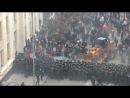 В Киеве милиционеры страдают и теряют сознание в бою с «радикалами» на бульдозере