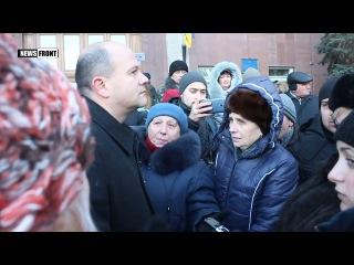 В Николаеве коммунальщики пикетируют здание областного совета