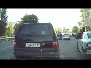 Пешеход выскочил под машину в Грозном