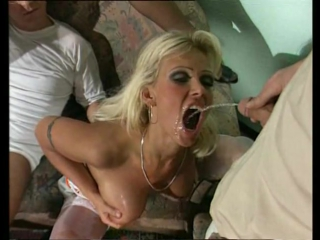 Vivian schmitt piss orgie обоссывают горячую сучку, писают на лицо и в писечку