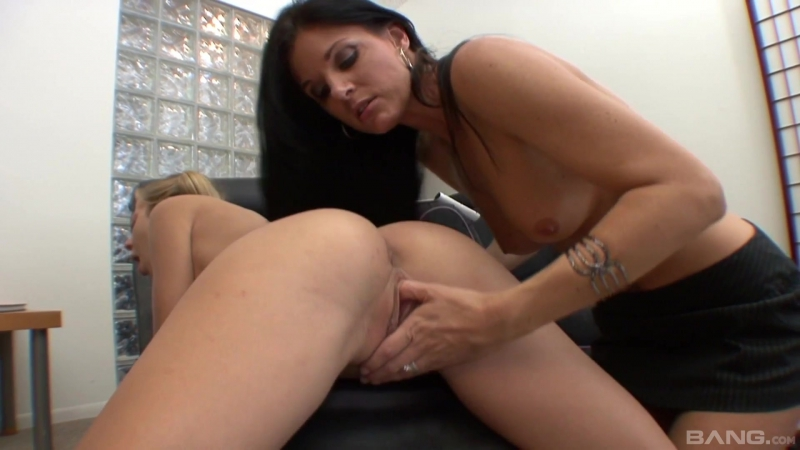 Mommy Shows Me What To Do Scene 1, India Summer, Francesca Le, Chastity Lynn, Magdalene St. Michaels, Ivy
