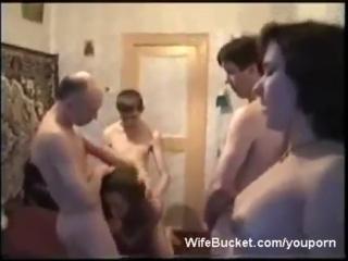 На вписке устроили свинг пати  - любительское видео секс порно домашнее анал минет вписка пьяная бухая сосет молодая хуй мамку
