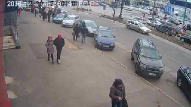 Cel mai stupid accident surprins de o cameră video în Chișinău 30 decembrie 2016