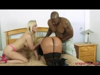 Черный парень ебет маму с дочкой - sex порно секс 1080 vr full hd porn xxx мамашки милфа milf оргия orgy