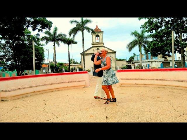 Gozando en la Habana Majja Lundin Suecia y Yoel Marrero bailando Casino Bien Formado
