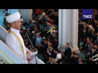 Главный муфтий России Равиль Гайнутдин осудил террористов, прикрывающихся исла...