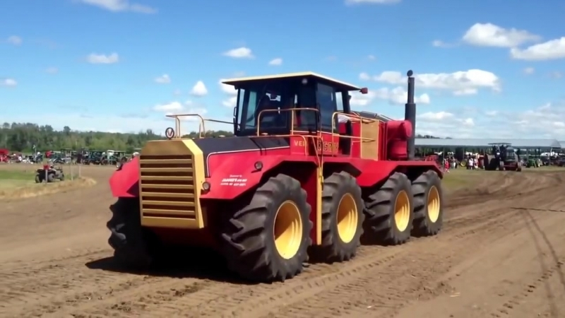 Четырехосный трактор 8х8 с 19 литровым дизелем
