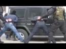 Спецназ с кувалдами набросились на гелендваген вора в законе