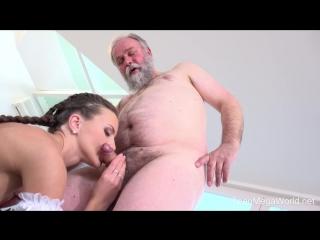 Старый дед дал возбудитель внучке и отымел ее по полной. Инцест внучка с дедом