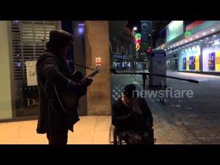 Homeless man joins busker in amazing spontaneous street jam