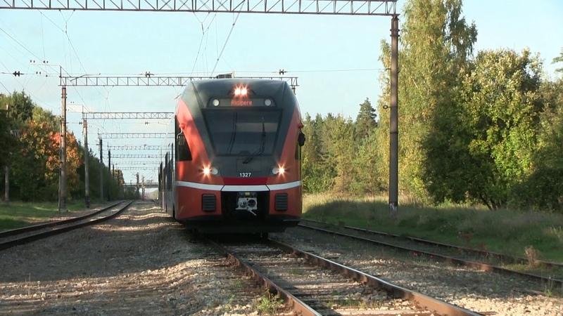Штадлерский электропоезд 1327 на ст. Рийзипере Stadler EMU 1327 at Riisipere station