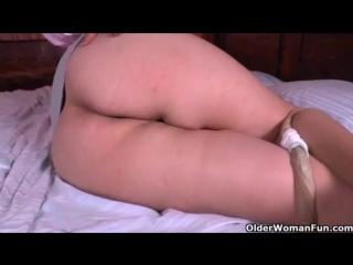 Bbw_milf_carmen_hides_vibrating_egg_in_pantyhose(big,milf,mature,chubby,solo,fat,nylon,pantyhose,granny,bbw,carmen,hd,cougar,tig