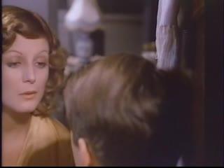 Зрелая женщина соблазняет мальчика на секс (показала пизду, взяла в рот, голая взрослая, трахнул зрелую женщину)