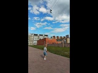 Кроссовки на электропроводах #Череповец ребенок в шоке просит достать