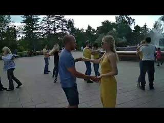 ЖЕЛТЫЙ ТАНЦЕВАЛЬНЫЙ ФЛЕШМОБ & OPEN AIR   Bachata   Танцы в сквере Дзержинского, бачата в Омске, ТЦ PlatinumFD, Omsk,