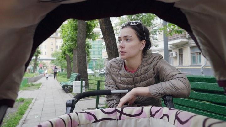 """Настасья СамбурскАя on Instagram: """"Мать Миланки поняла, что знакомиться ей НЕГДЕ. Поэтому при свете дня сделала максимально приличное селфи, заполн..."""