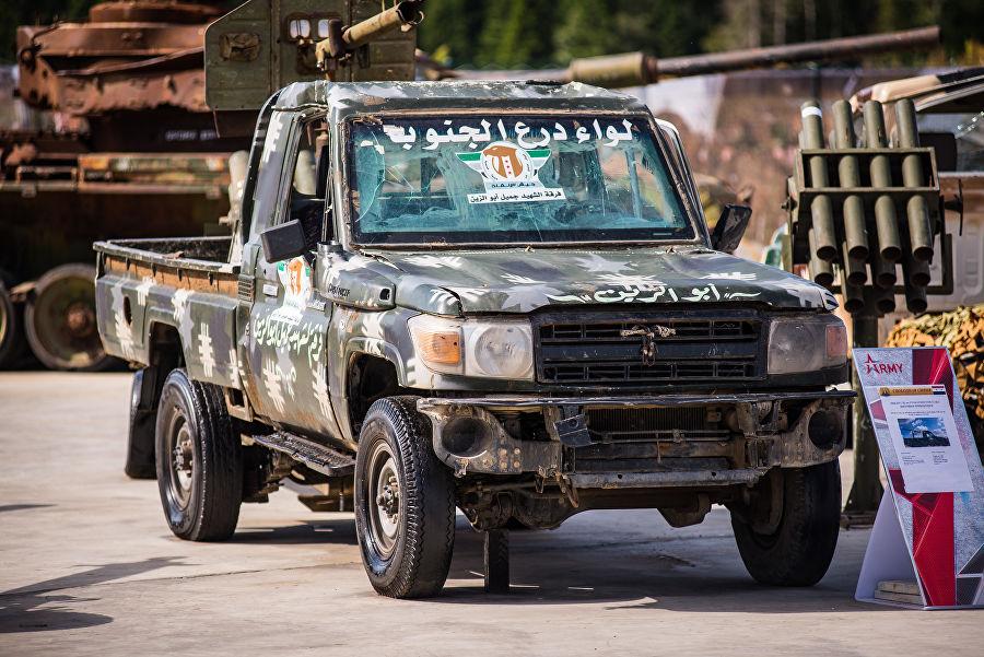 Трофеи из «песочницы»Репортаж c выставки вооружений сирийских боевиков, изображение №43