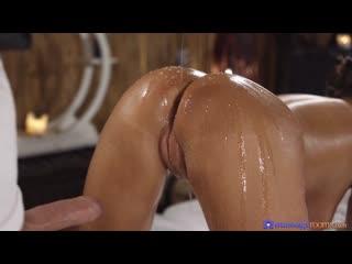 Массажист трахнул русскую аню с большими сиськами на сеансе, big tit russian sex girl oil massage bang porn fuck (hot&horny)