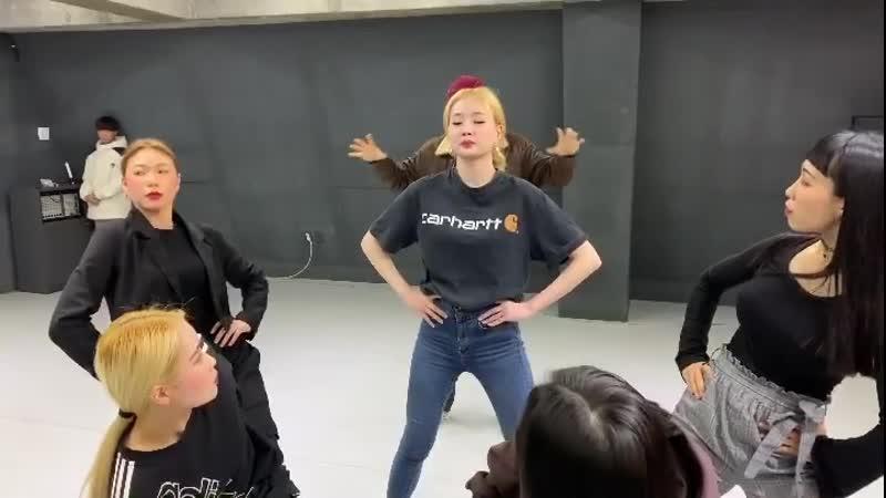 키아라 BOSS 뮤직비디오 브레이크타임 비하인드 007 제임스본드 컨셉 🧨 @frzmmovement 와 함께 한 dancebreak time 🎬