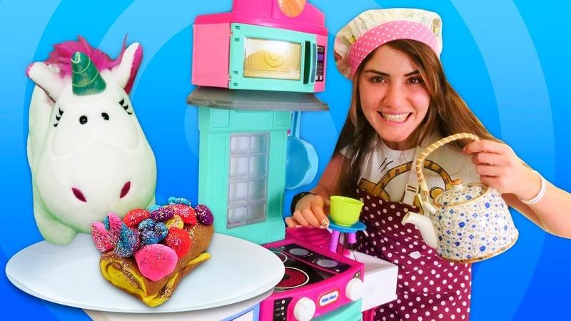 Çocuk videoları. Oyun hamuru ile yemek yapma oyunu. Unicorn için tatlı. Hamur oyunları