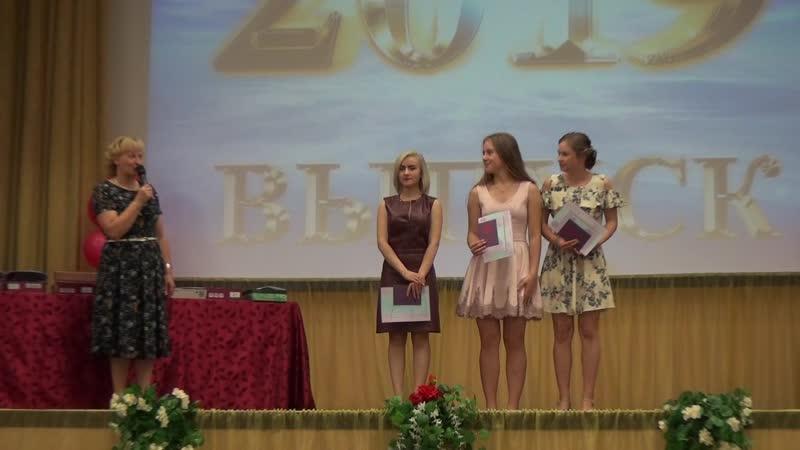 Будущие золотые медалисты Выпускники 9-х классов, в аттестаты которых закралась всего 1 четверочка