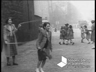 Поющая улица: дети играют в Эдинбурге (1950s)