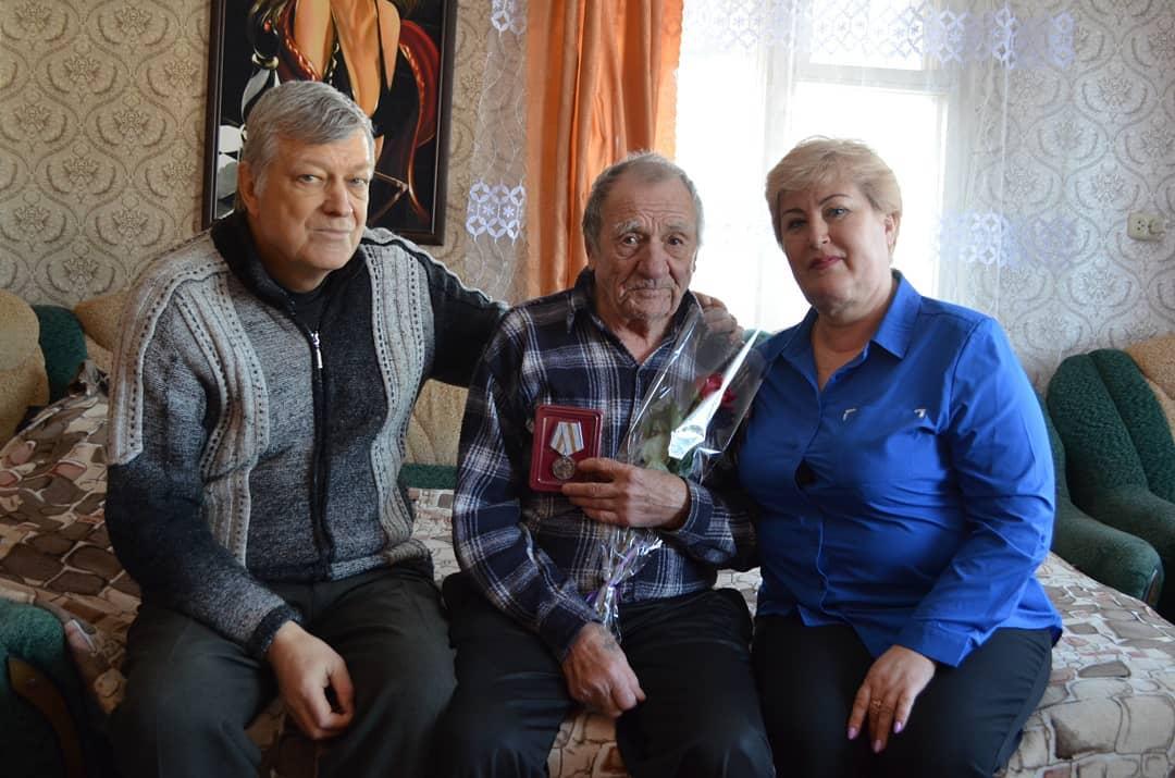 Труженикам тыла Петровска вручили юбилейные медали «75 лет победы в Великой Отечественной войне 1941-1945 годов»