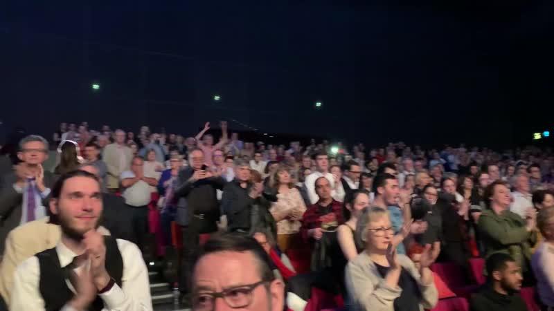 LES CHŒURS DE L'ARMEE ROUGE ALEXANDROV. Le public français ovationne lEnsemle