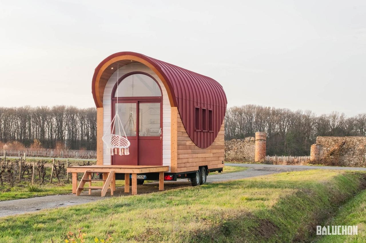 Маленький мобильный дом, указана только длина 6 метров.